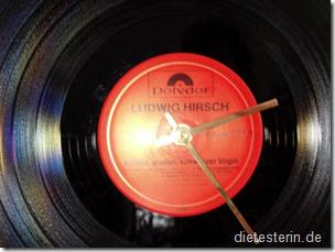 Uhr aus Schallplatte
